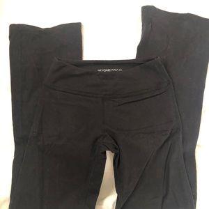 Beyond yoga boot cut legging. (M)